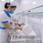 Khoa sản 2: Mổ cấp cứu thành công sản phụ bị tiền sản giật nặng, suy thai cấp trên tình trạng nhi suy dinh dưỡng trường diễn trong tử cung